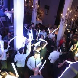 Foamsticks op trouw feest